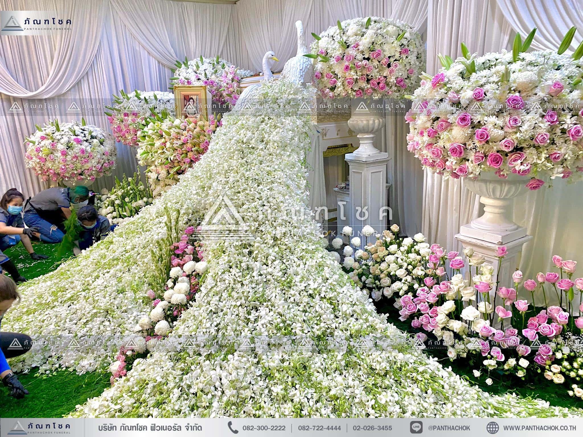 ดอกไม้งานศพนกยูง