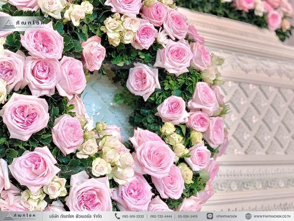 ดอกไม้หน้าหีบศพสีชมพู วัดประชาโฆสิตาราม ดอกไม้งานศพสวยๆ มาลัยสดหลังหีบ