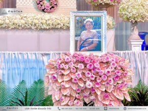 ดอกไม้หน้าหีบศพสีชมพู วัดประชาโฆสิตาราม ดอกไม้หน้ากรอบรูปสีชมพู สวนงานศพ จัดงานศพสวยๆ แบบงานศพแนะนำ ครบวงจรงานศพ