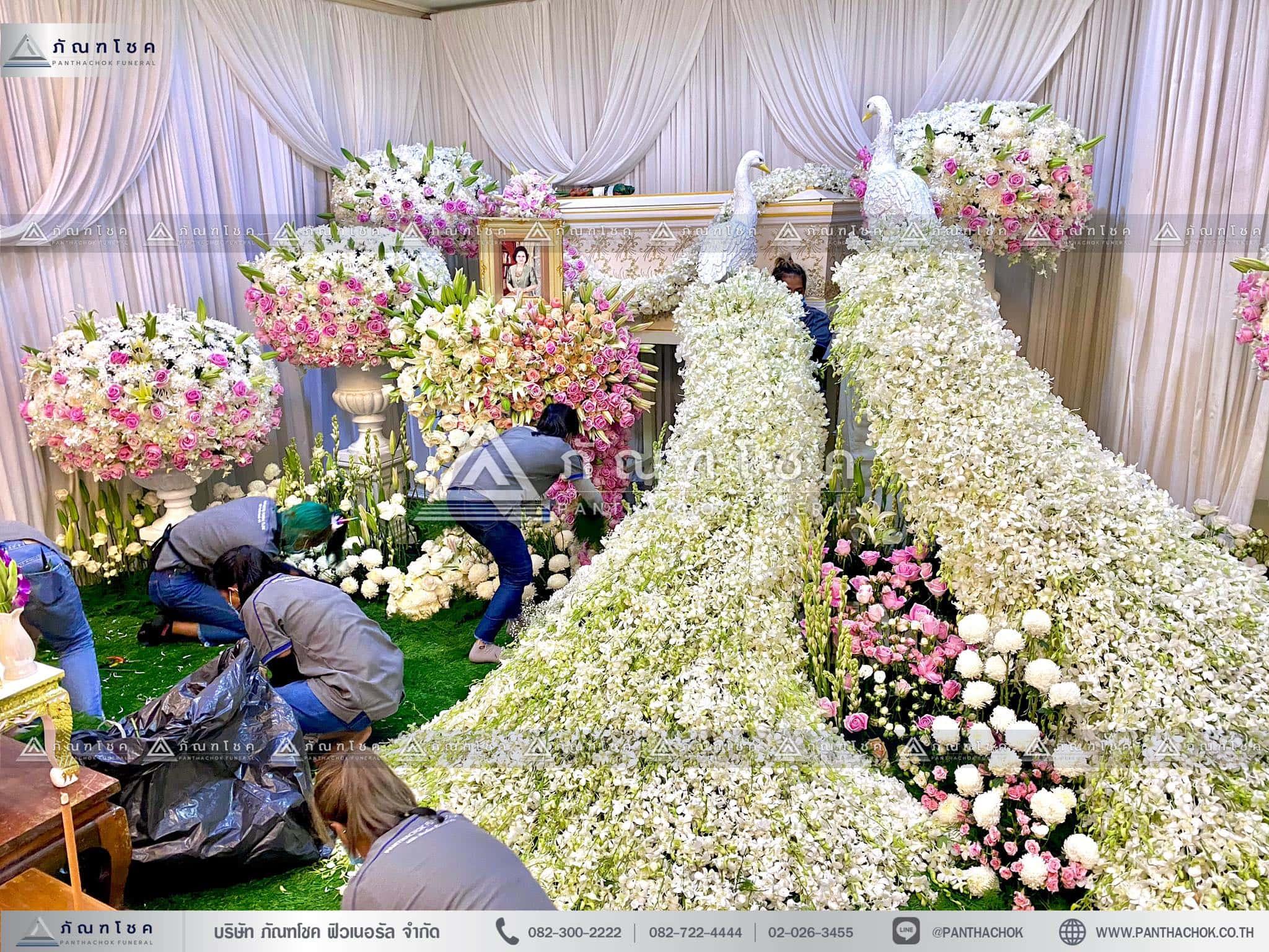 ดอกไม้สดหน้าศพกรุงเทพแบบหรูหรา นกยูงงานศพ รับจัดงานศพแบบนกยูง