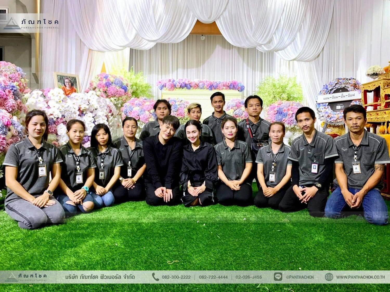 ภาพถ่ายหน้างานศพ ทีมจัดดอกไม้งานศพของแม่คุณอ๊อฟ ปองศักดิ์