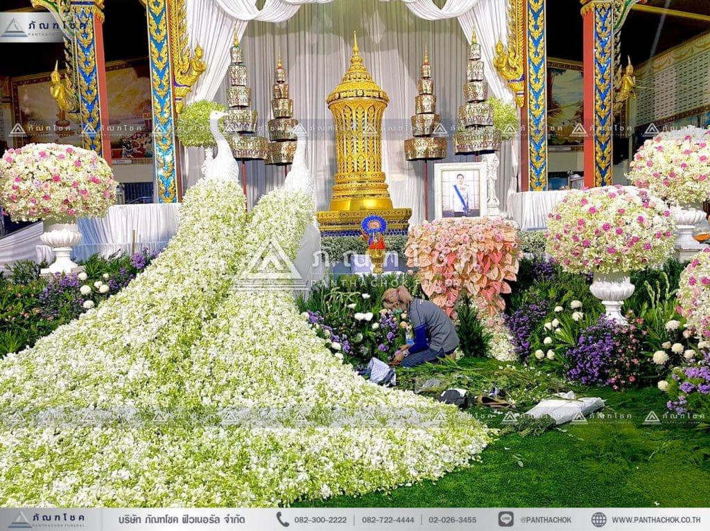 ดอกไม้หน้าโกศพระราชทาน โทนสีชมพู จัดงานศพสวยหรู สง่างาม สวนดอกไม้งานศพสวยๆ สวนหน้าศพ