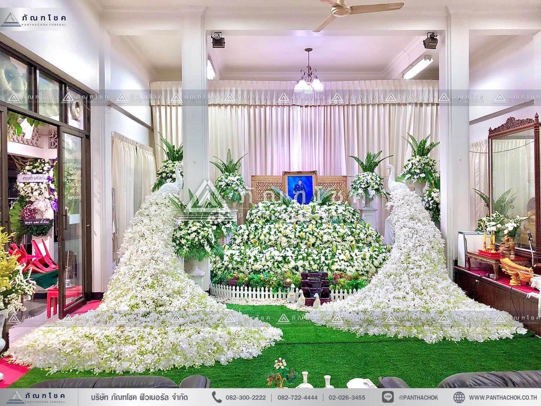 ดอกไม้งานศพแบบนกยูงและสวนหน้าศพ รูปแบบที่ 1 สวนหย่อมงานศพ นกยูงหน้าหีบ