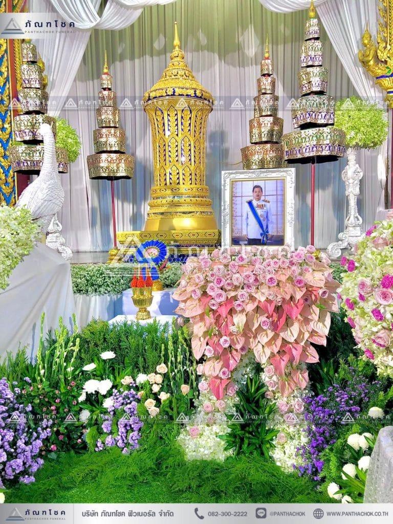 ดอกไม้หน้าโกศพระราชทาน โทนสีชมพู รับจัดงานศพกรุงเทพ ดอกไม้หน้าโกศพระราชทาน นกยูงงานศพ
