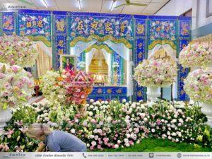 ดอกไม้หน้าหีบศพแบบจีน โทนสีขาว สวนดอกไม้สดแบบอลังการ จัดสวนหน้าศพ สวยหรู จัดงานศพโทนสีชมพู ดอกไม้สีชมพู