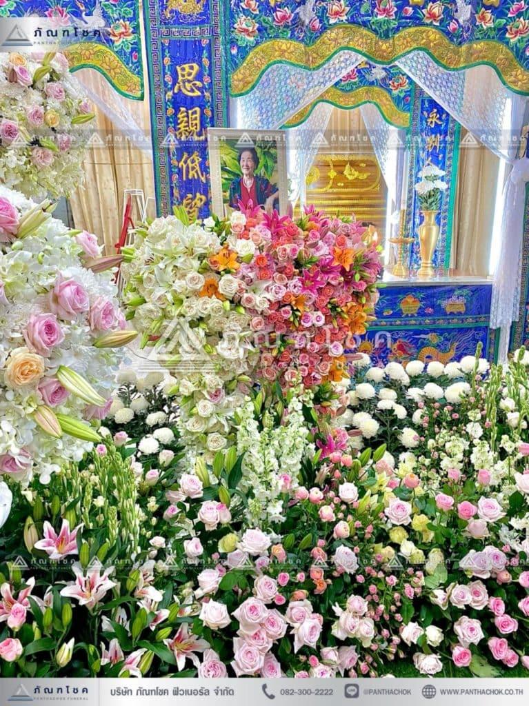 ดอกไม้หน้าหีบศพแบบจีน จัดดอกไม้หน้าฉากกงเต๊กแบบจีน โลงจีนหัวหมู หีบจำปา ดอกไม้งานศพวัดดัง สวนดอกไม้หน้าศพ