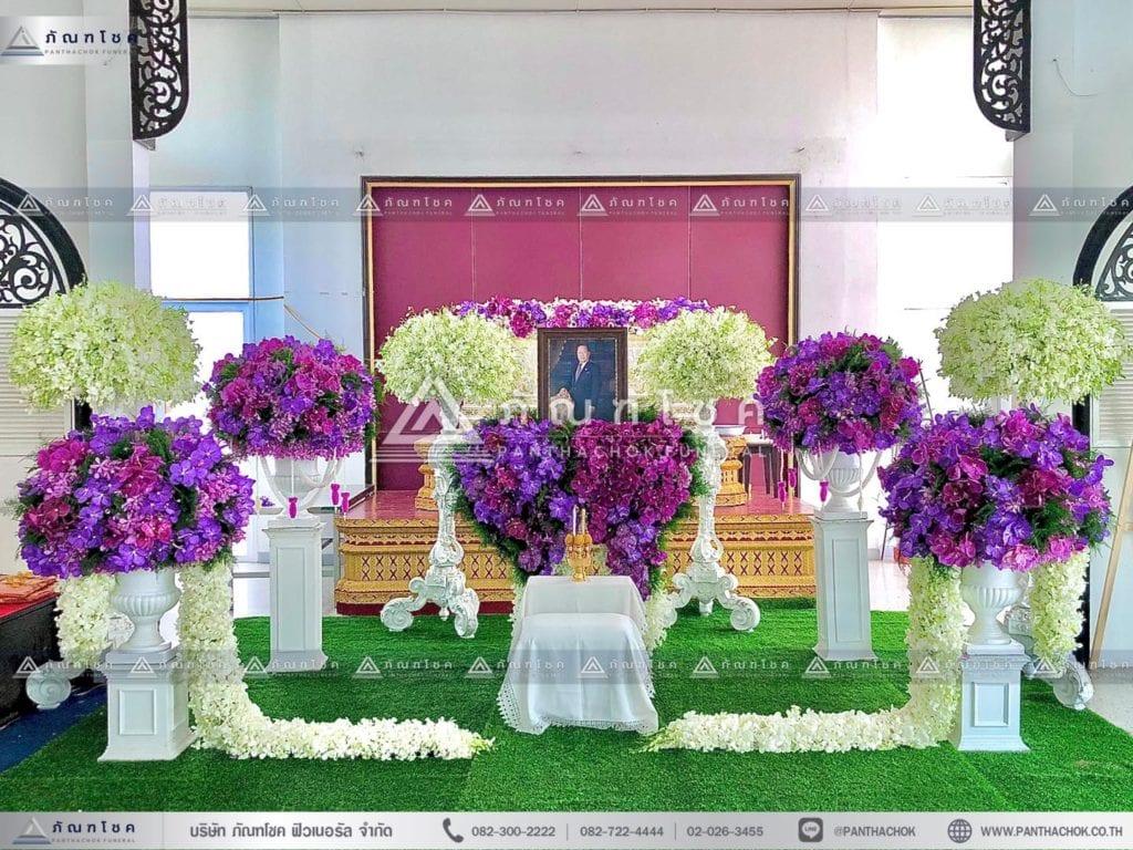 ดอกไม้งานศพแบบเรียบหรู โทนสีม่วง พุม่กลมงานศพ ดอกไม้หน้าหีบสั่งทำพิเศษ ดอกไม้หน้าศพแบบโมเดิร์น