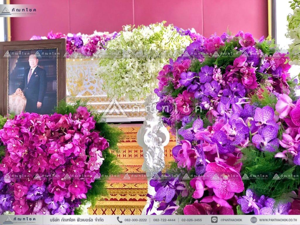 ดอกไม้งานศพแบบเรียบหรู โทนสีม่วง จัดงานศพเรียบง่าย ดอกไม้หน้าศพสวยหรู