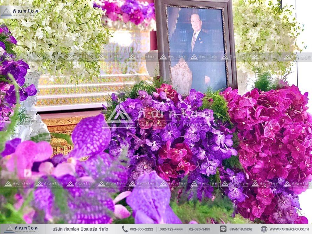 ดอกไม้งานศพแบบเรียบหรู โทนสีม่วง จัดงานศพแบบสวยหรู รับจัดงานศพแบบเรียบง่าย