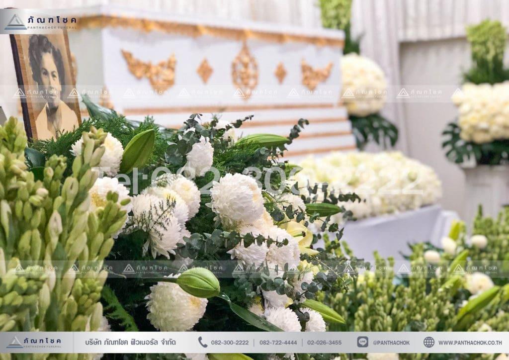 ดอกไม้หน้าหีบสีขาว