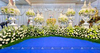 ดอกไม้หน้าศพไทยประยุกต์ สีขาวเขียว รับจัดงานศพแบบพุ่มมุก ดอกไม้ประดับหน้าศพแบบไทย พุ่มดอกไม้สดหน้าศพขนาดใหญ่ ดอกไม้งานศพสีขาว