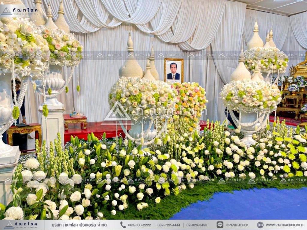 ดอกไม้หน้าศพไทยประยุกต์ สีขาวเขียว ดอกไม้งานศพสีขาว ดอกไม้หน้าศพสวยหรู ดอกไม้หน้าหีบสวยๆ จับจัดงานศพราชบุรี