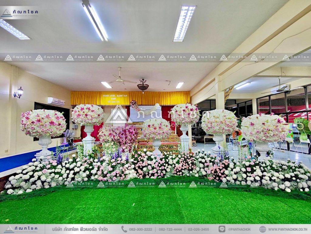 ดอกไม้งานศพแบบพุ่มสีชมพูม่วง ดอกไม้หน้าศพแบบหรูหรา พุ่มกลมดอกไม้หน้าศพ จัดสวนดอกไม้งานศพ
