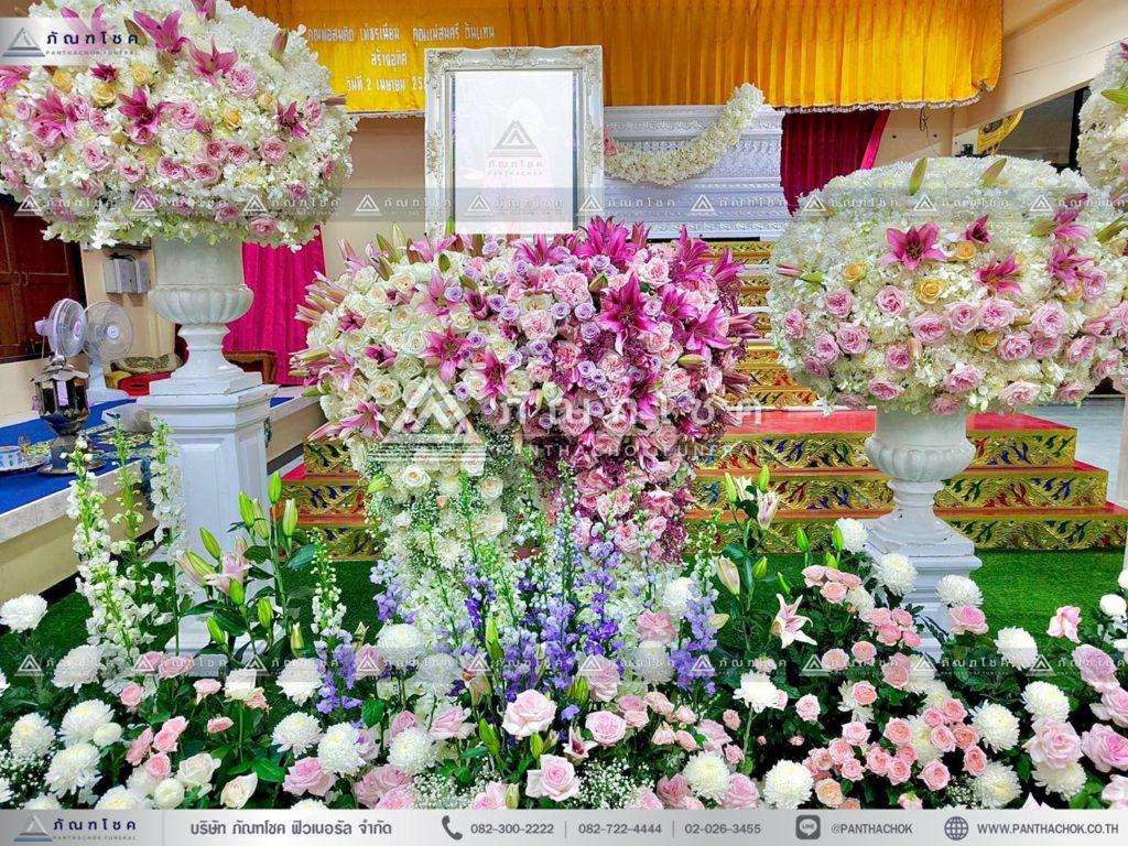 ดอกไม้งานศพแบบพุ่มสีชมพูม่วง ดอกไม้หน้าศพแบบหรูหรา ดอกไม้งานศพแบบพุ่มกลม ดอกไม้หน้า