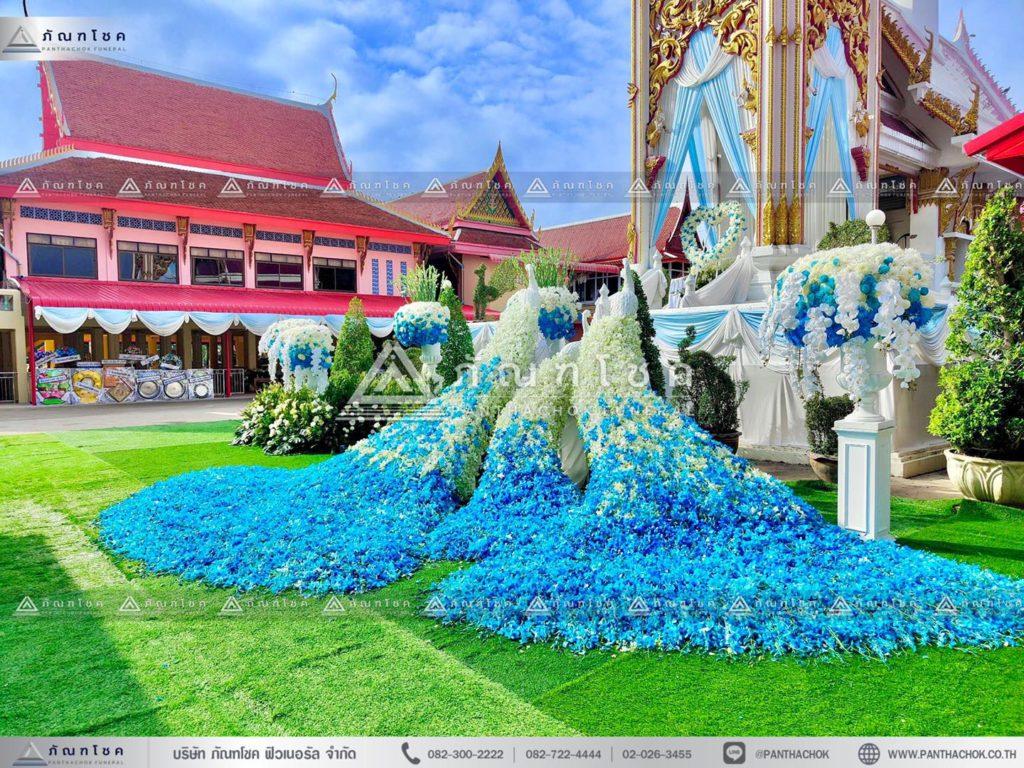 ดอกไม้หน้าเมรุอยุธยา ดอกไม้งานศพโทนสีฟ้า ดอกไม้หน้าศพนกยูง จัดงานศพเรียบหรู