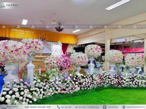 ดอกไม้งานศพแบบพุ่มสีชมพูม่วง ดอกไม้หน้ากรอบรูปแบบหรูหรา จัดงานศพพรีเมี่ยม ดอกไม้หน้าศพหรูหรา