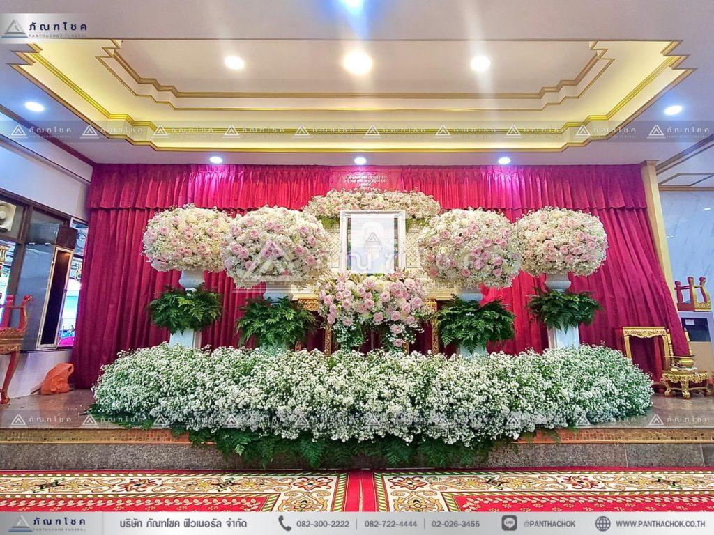 ดอกไม้ประดับหน้าหีบแบบพุ่ม ดอกไม้หน้าศพรูปแบบทันสมัย ดอกไม้งานศพคนดัง รับจัดงานศพชลบุรี