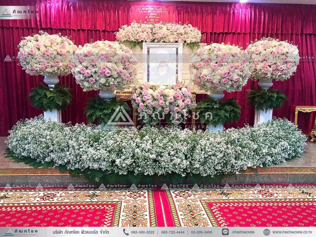 ดอกไม้ประดับหน้าหีบแบบพุ่ม ดอกไม้หน้าศพสวยหรูสง่างาม ดอกไม้งานสพแบบโมเดิร์น รับจัดงานศพสวยๆ