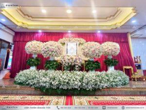 ดอกไม้ประดับหน้าหีบแบบพุ่ม ดอกไม้หน้าศพแบบพุ่ม จัดดอกไม้งานศพแบบโมเดิร์น